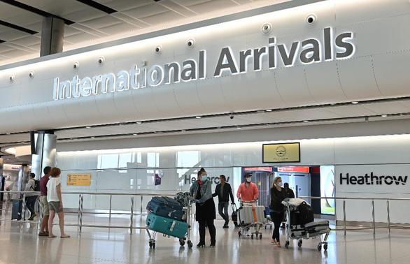Từ 10-7, người từ Việt Nam tới Anh không cần cách ly 14 ngày - Ảnh 1.
