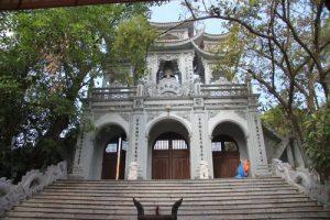 Tam quan đền Tiên La