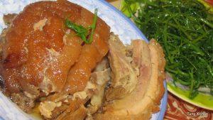 Nằm Khâu được nấu từ thịt ba chỉ với khoai, ăn thơm mà ngon vô cùng