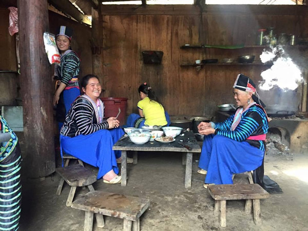 Phụ nữ Mông ở xã Hồng Ngài