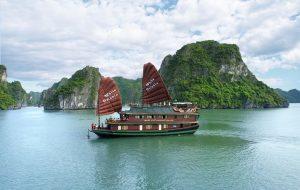 Vịnh Bái Tử Long như một nàng thiếu nữ tinh khôi còn e ấp, quyến rũ du khách gần xa