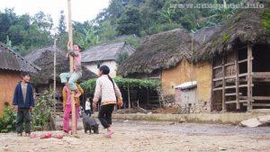 Những đứa trẻ ở thôn Lao Chải