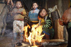 Cái lạnh ở bản Mù khiến hình ảnh bếp lửa trở nên thân thuộc
