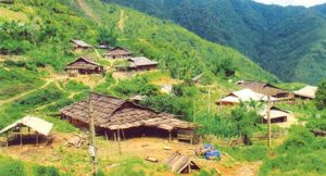 Những nếp nhà chênh vênh trên núi
