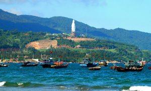 Bán đảo Sơn Trà với bức tượng phật nổi bật