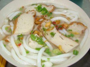 Bánh canh chả cá thơm, ngon, ăn cứ bị kích thích bởi miếng cả thơm ngon