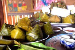Bánh vắt vai dâng lên bàn thờ tổ tiên ngày tết