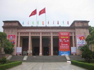 Khuôn viên bên ngoài bảo tàng dân tộc học