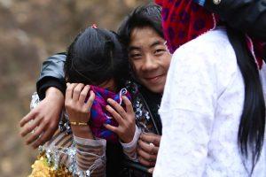 Tuy là một trong những phong tục tốt đẹp, tuy nhiên đôi khi nó bị lạm dụng, tạo nên hình ảnh xấu cho văn hóa Mông