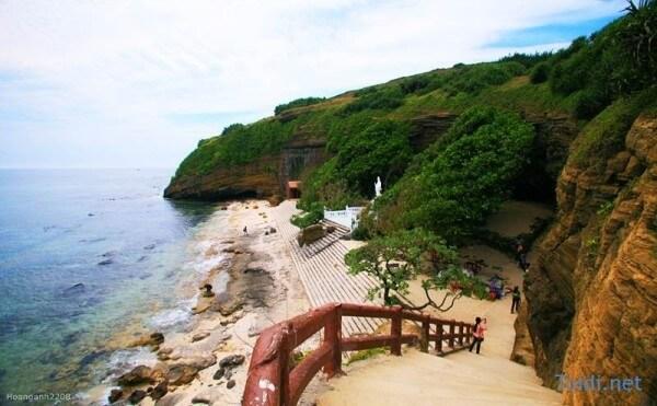 Ba Làng Am Quảng Ngãi được xem là cảnh biển đẹp nhất đất muối