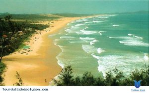 Biển Mỹ Khê dạt dào sóng biển và tình người
