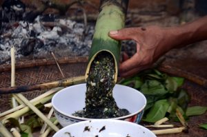 Canh thụt đọt mây là món ăn chủ yếu dùng trong các lễ hội, hay có khách quý, đãi bạn bè