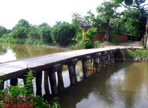 Độc đáo cây cầu đá cổ ở Hưng yên
