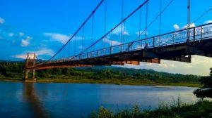 Cầu treo Kon Klor mang đến du du khách trải nghiệm tuyệt vời khi ngắm nhìn toàn cảnh dòng sông dát ánh nắng vàng