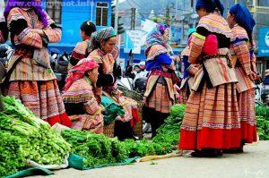 Bắc Hà là nơi sinh sống của 14 dân tộc anh em như Mông, Dao, Hoa...