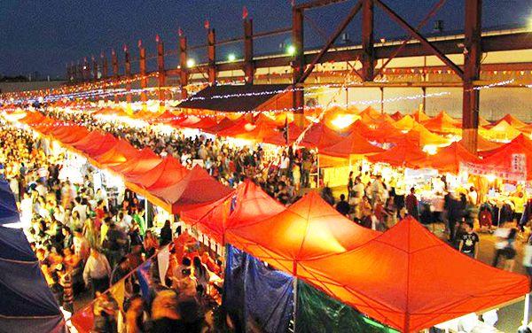 Khung cảnh nhộn nhịp ở chợ đêm Tây Đô