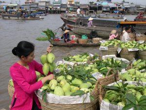 Chợ nổi Cái Bè đa dạng về các các sản phẩm cây trái