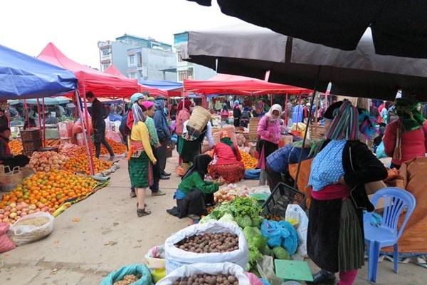 Chợ phiên vùng cao, đa dạng sắc màu