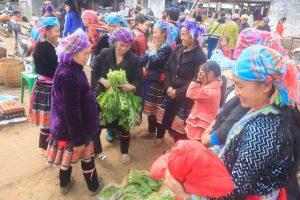 Những mớ rau trong chợ phiên