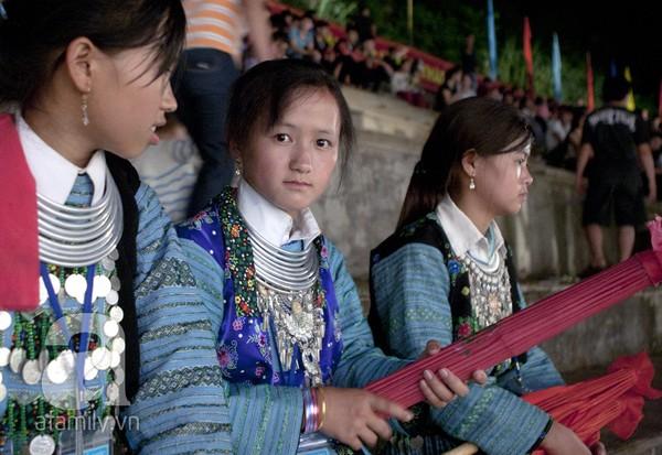 Cô gái Mông xuống chợ tình Mộc Châu tìm ý trung nhân