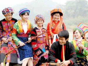 Chợ tình Sa Pa thể hiện bản sắc văn hóa vùng núi cao đọc đáo, là cách thức để con người teeisn tới tình cảm chân thật nhất