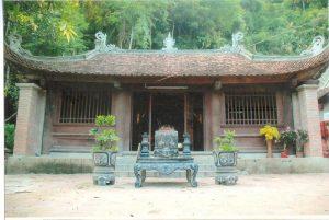 Chùa Giải Oan xưa xây dựng vào thời Trần trên nền đàn tràng siêu độ giải kết oan hồn các thị hầu, cung phi.