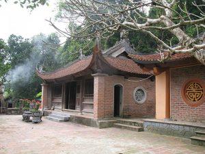 Ngôi chùa được nhiều du khách về chiêm bái, thắp hương
