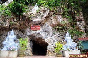 Lối vào chùa Hang