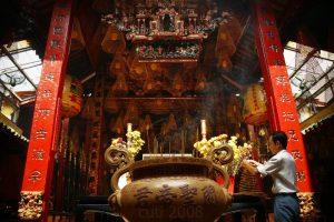 Tham gia lễ hội chùa Ông khi du lịch Cần Thơ