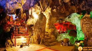 Chùa Tam Thanh nằm trong hang động, là ngôi chùa đẹp nhất xứ Thanh