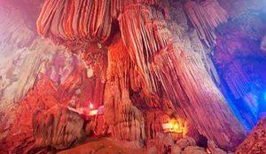 Động tiên có nhiều cảnh đẹp với nhiều nhũ đá lấp lánh