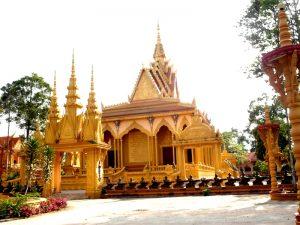 Ngôi chùa mang kiến trúc Khơmer Trầm Bê
