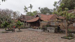 Mái chùa cong cong- , hòa hợp với thiên nhiên