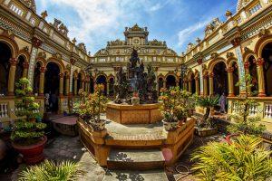 Chùa Vĩnh Tràng là ngôi chùa có kiến trúc đẹp, và lại ở Tiền Giang