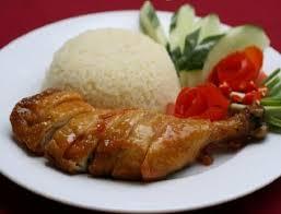 Cơm gà Phan Rang đậm đà lạ vị với vị ngon, thơm của gừng, tỏi và vị ngọt của gà quê