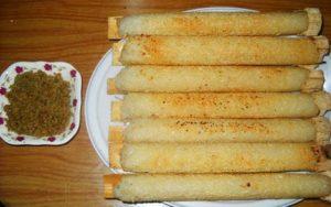 Cơm lam thơm ngon được nấu trong ống nứa