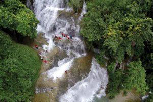Cửu thác Tú Sơn là một thắng cảnh với nhiều con thác như trong chuyện cổ tích
