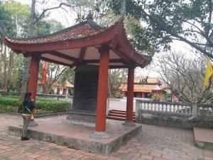 Bia đá ở đền An Sinh