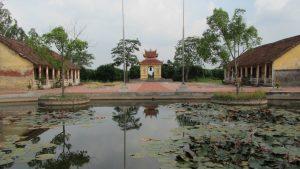 Khuôn viên rộng lớn đền Dạ Trạch