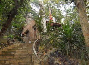 Đền Đuổm nằm ở vị trí đẹp,giữa thung lũng 3 ngọn núi