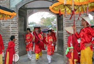 Lễ rước ở đền Phù Đổng