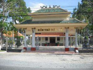 Đền thờ Bác Hồ là một trong những điểm du lịch Hậu Giang được nhiều du khách ghé thăm