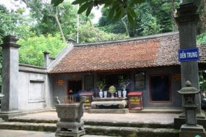 Đền Trung trong khu di tích đền Hùng