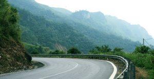 Đèo gió thơ mộng là con đường để về với thác Tiên
