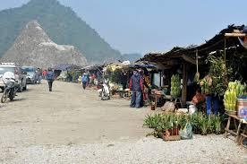 Một khu chợ trên đèo