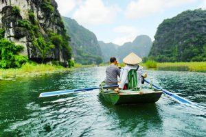 Đi thuyền ở Tràng An- Ninh Bình