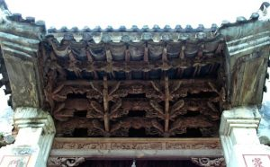 Kiện trúc ddiêu khắc lạ trong dinh thự