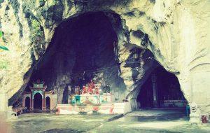 Động Kính Chủ là một hang động lắm nằm trên núi Dương Nhan