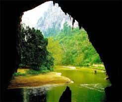 Động Nàng Tiên là hang động đẹp ăn sâu vào núi đá vôi