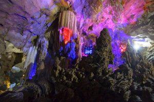 Động Nghị Rằng huyện Trà Lĩnh, một trong những hang động đẹp nhất vùng